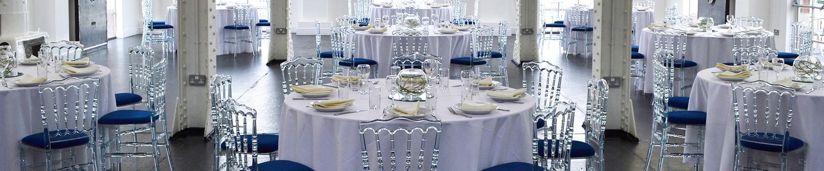 Stapelstoelen en tafelkleden (slider)